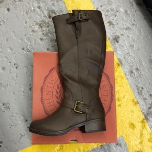 Brown casual boots
